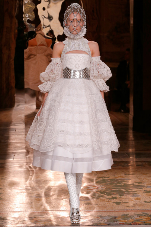 vogue:  Alexander McQueen Fall 2013 Photo: Gianni Pucci/InDigitalteam/GoRunway.com