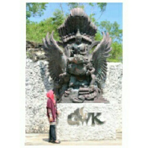 #sister #oldsist #gwk #bali #Indonesia #statue #cool #latepost #fashion #instafashion #like4like #selfpotrait
