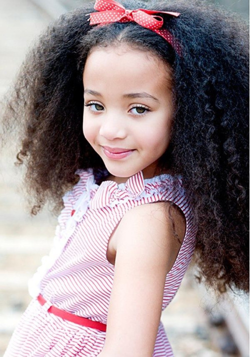 codeinebeauty:  imkimj:  wooo look at my future daughter though  wow