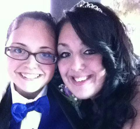 givemesomethingworthbreathingfor:  me and my baby on our way to prom :)