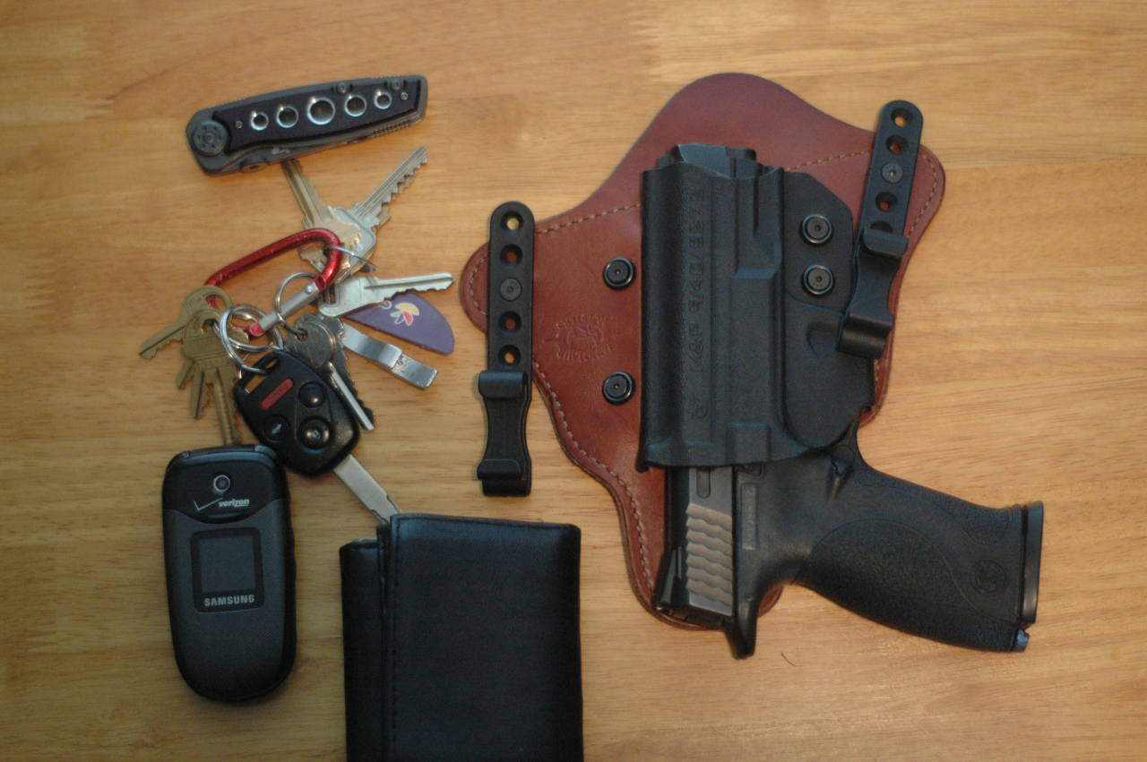 Simple Everyday Carry Submitted By: maximusgoobe My depressingly simple EDC: M&P 9 (FS) in Minotaur MTAC Holster - Amazon Home Depot special knife (saving for something better) Keys on faux carabiner (will eventually be wrapped in paracord) Samsung Gusto - Amazon Leather wallet Extra mag when wearing a jacket