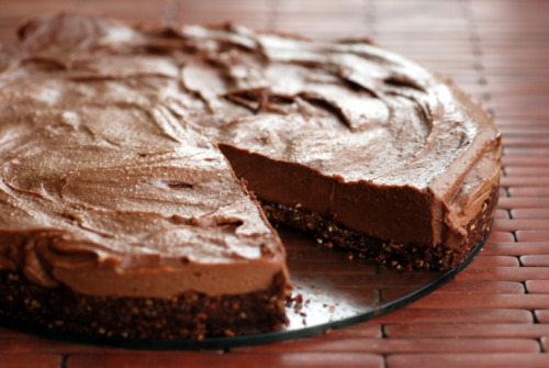 veganrecipecollection:  (via Better Than Nutella Cheesecake (Almost Raw Chocolate Hazelnut Cheesecake) | the taste space)