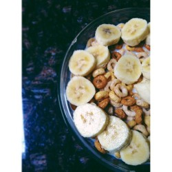 Multi-grain Cheerios & bananas. Yum! #iphoneography #multigrain #cheerios #milk #bananas #healthy #vscocam #food #foodporn #instagood #instamood