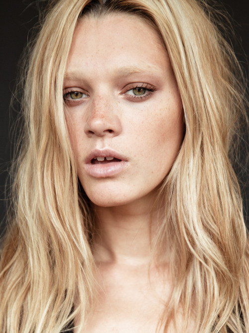 topmodelcentral:  Leila Goldkuhl test shot ~ America (19) ~  I love Leila's face. My fellow green eyed gap toothier! :]