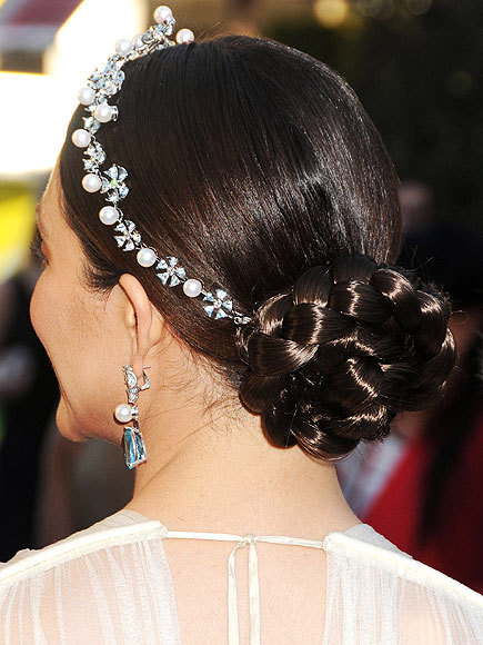 Better From The Back? Emmy Rossum's Oscar hairdo Emmy finishes off her braided bun with a pearl-and-aquamarine Chopard headpiece.