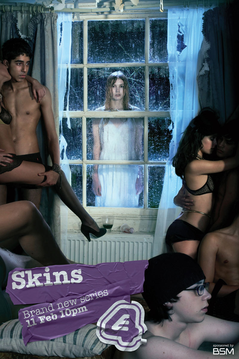 skinnnnnns:  gottaloveskins:  Could that be luke pasqualino on the right? :O  follow for all posts skins
