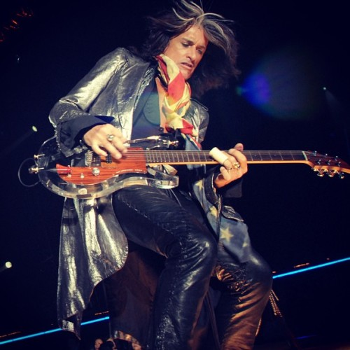 tighemantoothgirl:  Joe!!!!! #joeperry #aerosmith  #beautiful  ;);)