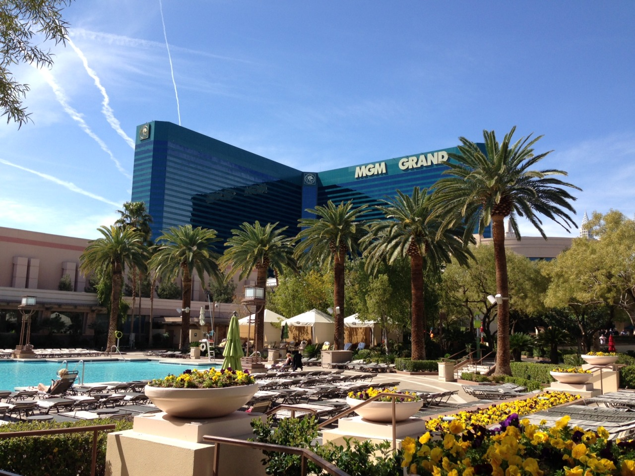 The sun shines brighter here. Get to Vegas now. http://bit.ly/13LGloJ