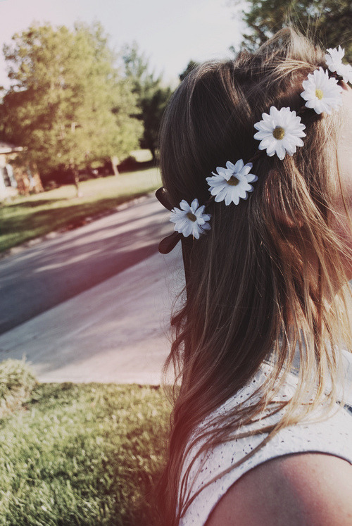 essa-doce-nostalgia:  girl | Tumblr on We Heart It - http://weheartit.com/entry/61618206/via/thaynamattos Hearted from: http://azigazsagkeseru-ahazugsagedes.tumblr.com/post/50242427073