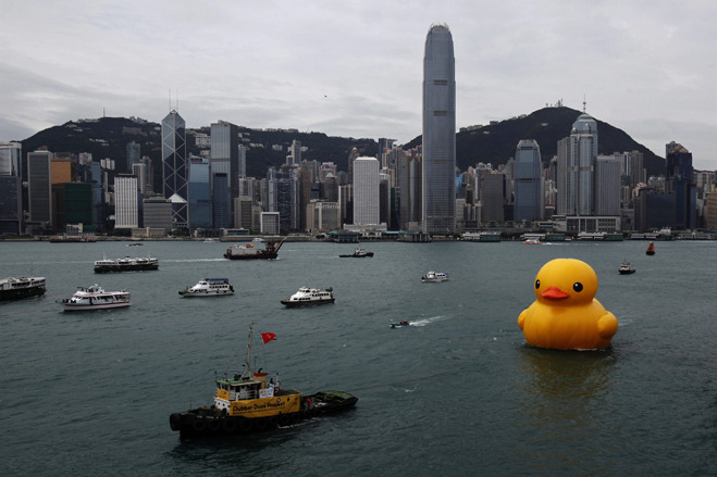 Giant Rubber Duck Sails Into Hong Kong - WSJ.com