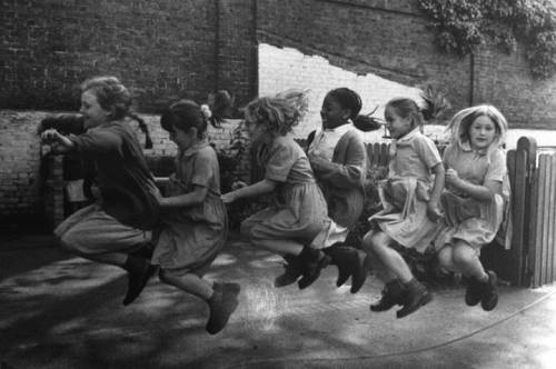 Marketa Luskačová Girls jumping over the rope, school playground, London, 2000 from the series 'Children in Britain'
