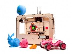 7 Educational Uses for 3D Printing In case you haven't heard: 3D printing is awesome. Here are two of the uses (click through for the rest):   Biology: Need a cross section of a heart for your students to study with? Perhaps you need several for a whole classroom? A 3D printer can replicate as many items you need with great detail. Artifacts: There are some things in this world that our students could learn so much from if they had access to them. With a good 3D artist in a CAD program, those items could be recreated for any purpose. Can the recreation of stone tablets help accentuate the learning process of an ancient civilizations class?