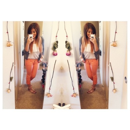 Brought out them colored skinnies for the sunshine!! 🍊☀ #ootd #ombrehair #ombre #diyombre #diy #fashionista #igdaily #style #lookbook #rrosette #springfashion #trends #ootdmagazine #fashiondiaries #instastyle