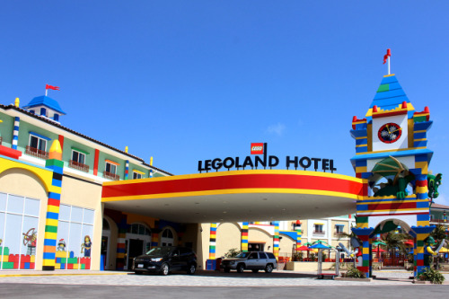 laughingsquid:  LEGOLAND California Resort Opens LEGO-Themed Hotel