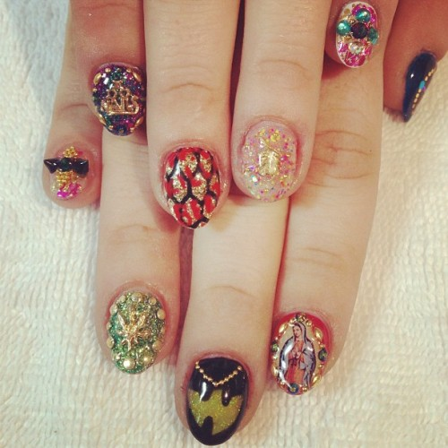heynicenails:  Ginny's #coachellamusicfestival #nailart #weekend2 #wutang #spikes #unicorn #glitter #killabeez #weed #gelnails (at Hey, Nice Nails!)