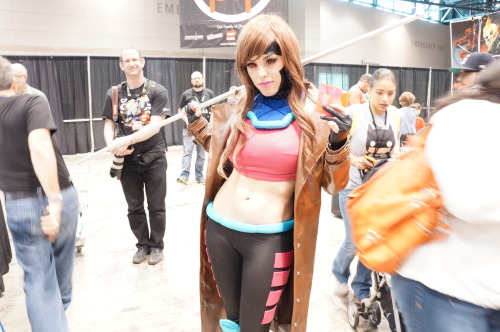 beccarocks:  danhacker:  This Just Might Be My Favorite Gambit Cosplay, Ever I had no idea that a gender-swapped Gambit would be such an awesome cosplay. So regardless of gender, Gambit's always got sick abs I guess.  She was absolutely gorgeous in person. This photo almost doesn't do her justice.