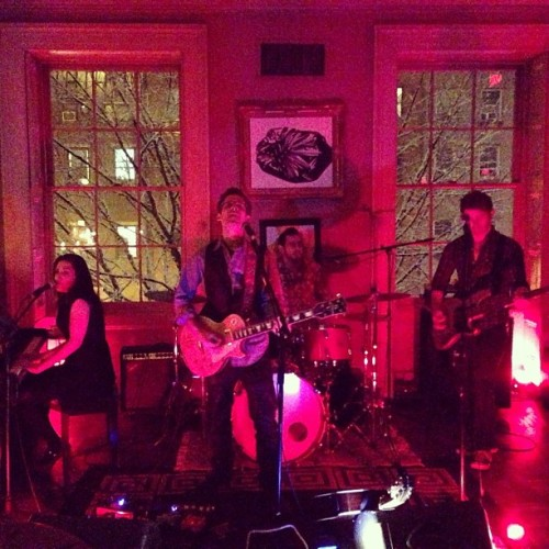 @AnnaKrantzMusic rock out at @Norwood_Club backdropped by #NY's wintry snow! (at Norwood)