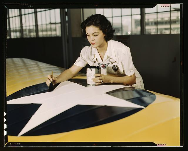 (via vintage everyday: Colorful Photos of Women Workers During WWII)