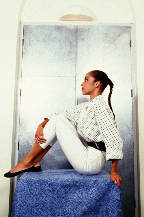 divalocity:  Elegance Personified: Sade   Beautiful