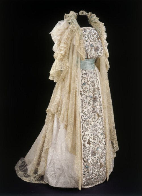 omgthatdress:  Tea Gown Rouff, 1900 The Victoria & Albert Museum