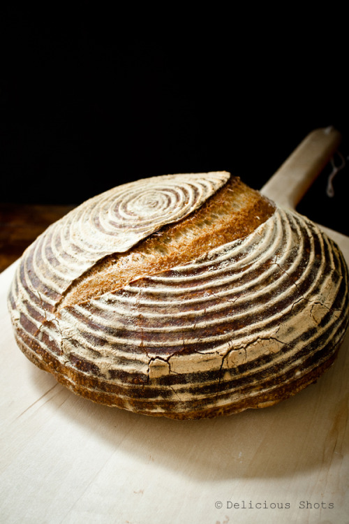 noperfectdayforbananafish:  via Delicious Shots: Rustic Bread