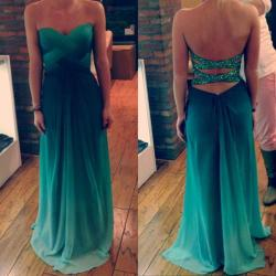 re-veal:  too-vogue:  WOW want this for my prom dress where can I get it  ♡♡click here for more rosy photos♡♡