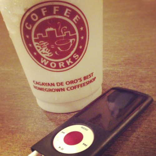A good tastin' frappe and good music for thursday. #coffee #ipod #music #chill (at Coffeeworks Limketkai)