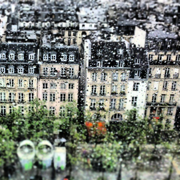 alexfeehily:  A few more days and I'm outta here… #paris #wet #rainraingoaway (at Place Georges Pompidou)