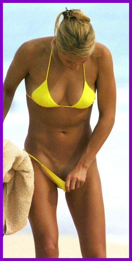 nude-celebz:  Anna kournikova looking at her pussy on the beach ;>