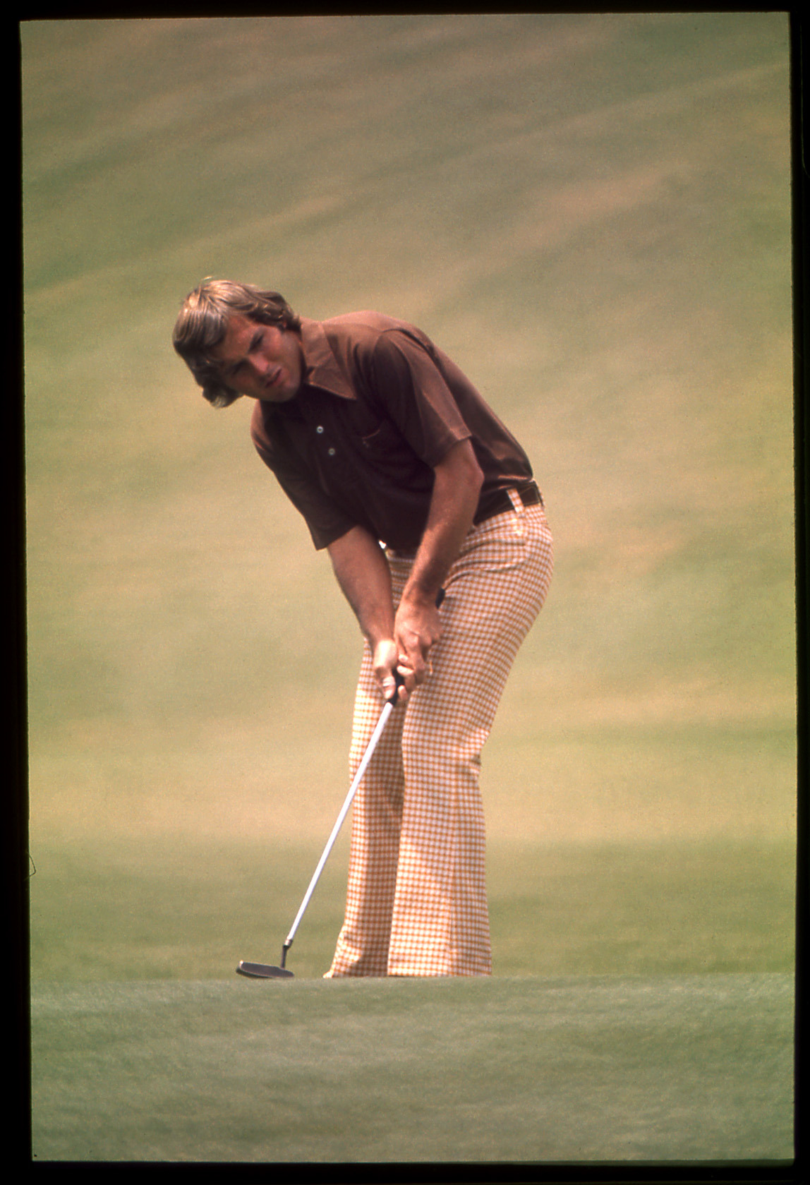Lanny Wadkins putts during the 1974 Masters. Credit: Golf Digest Resource Center