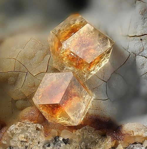 beautiful-minerals:  Pualingite