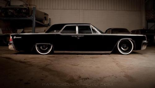 iseebigbooty:    exitthedragon:    black with more black…    Family car 1963 Lincoln Continental