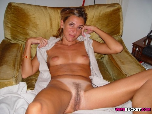 Amateur italian wife nude