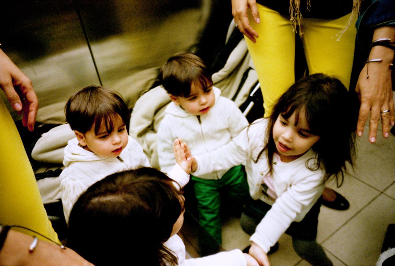 Gabriel and Daniella plays in the Prado elevator by