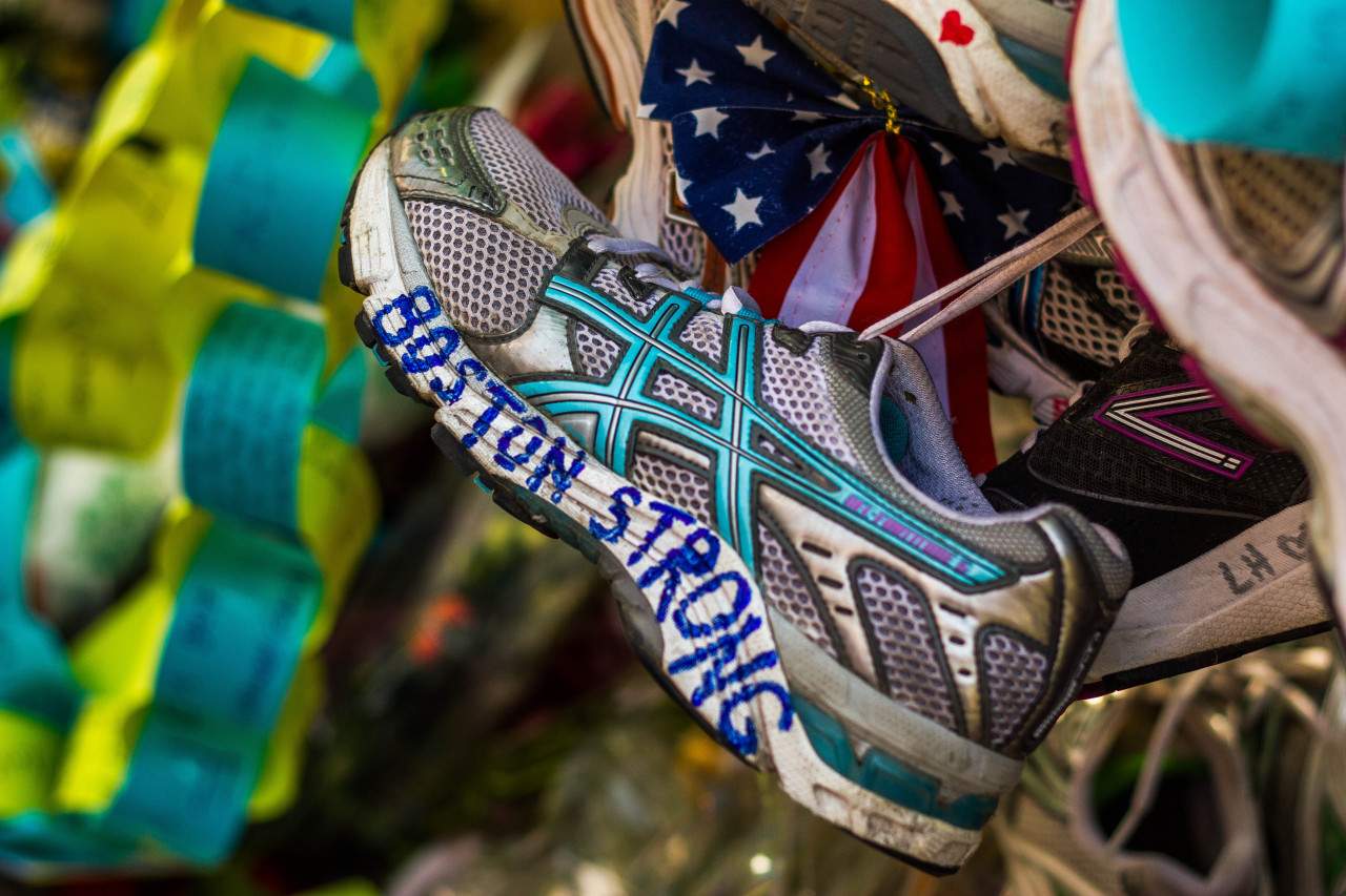 lensblr-network:  boston strong memorial to the marathon bombing victims : copley square : boston by Paul Castellano  (babalou71.tumblr.com)