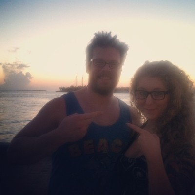 Sunset pointing. #keywest #pointatstuff @lukebuckbee  (at Mallory Square)