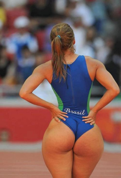 volleyballgirlasses:  if only it was real. haha  Track Whooty