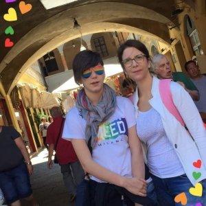Anna Masutti è un'infermiera, è una mamma, è la mamma di una figlia lesbica. Il suo nome è Maddalena, oggi di anni ne ha 18 ma solo l'11 ottobre del 2017 ha conosciuto il giorno della sua liberazione: il coming out, l'inizio della sua vita...