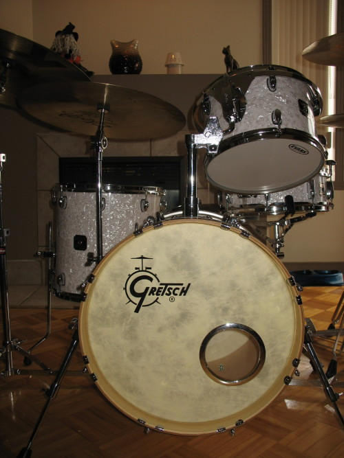 catalinaclubjazz:  Just added a Gretsch logo decal to the bass drum head on my kit. Love it!