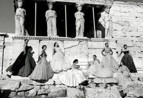 Eight models, Athens and Christian Dior. We are in 1951.