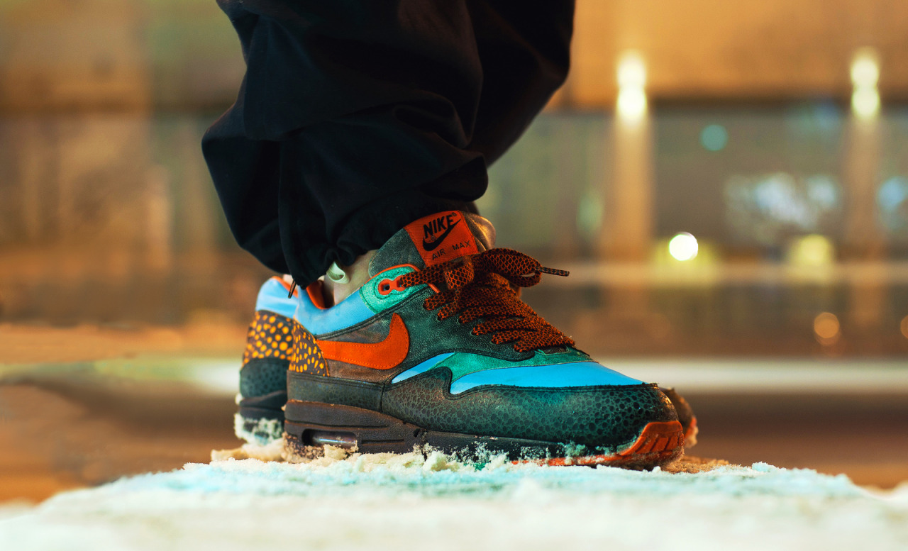sweetsoles:  Nike Air Max 1 Supreme Tech Pack 'Kabutomushi' (by KamilBaks)  Just a complex boom creps! That's sick!
