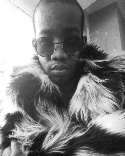 CHEWBACCA #FauxFur #Shades #Fashionista #Fashgasm #FauxOpulence #NoAnimalWasHarmed #Detail #Selfish #noanimalwasharmed#detail#shades#fauxopulence#fauxfur#fashgasm#selfish#fashionista