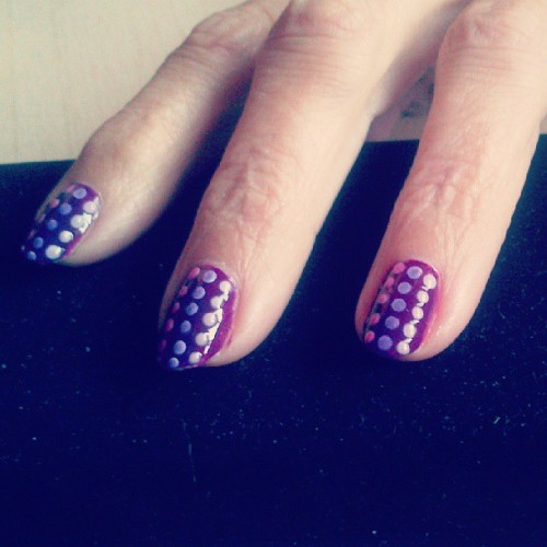 I did a sort of purple gardient dots on my mom's nails. It's a really simple design, but I think that it turned out pretty cool :). #nailart #nailartaddict #nailporn #manicure #dots #purple #gardient #mom