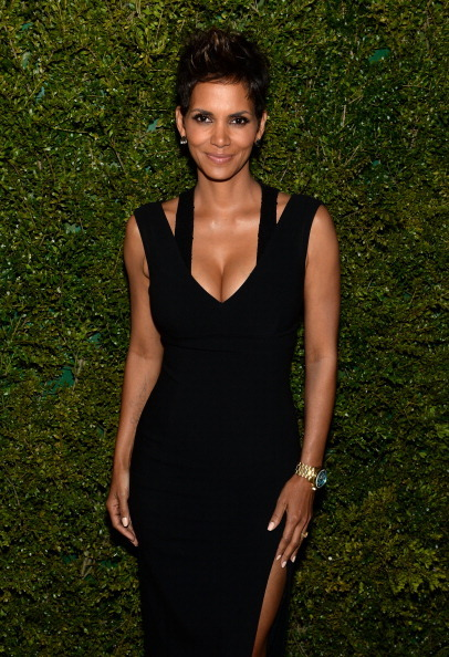 Actress Halle Berry wearing Baccarat studs to the dinner in…   Actress Halle Berry wearing Baccarat studs to the dinner in honor of Halle Berry as she joins…View Post