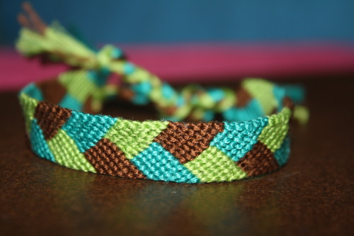 braceletsbitch:  https://www.etsy.com/listing/151756587/friendship-bracelet-tropical-rainforest Like me on facebook! http://www.facebook.com/sparkyourdesire