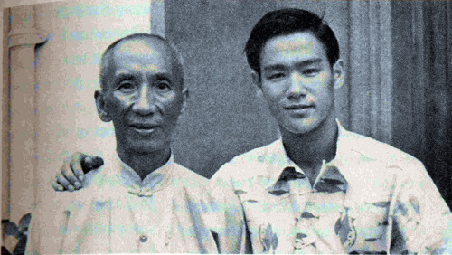 gutsanduppercuts:  A young Bruce Lee posing for a picture with Grandmaster Ip Man.