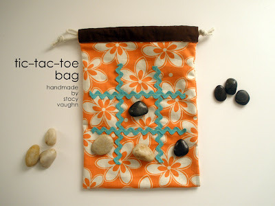 cute tic tac toe bag.. great for picnics or games at the beach.. you can even find rocks at the beach to used and have a cute momento from your trip!