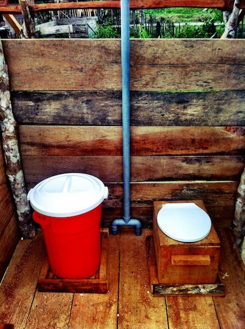 dual chamber composting toilet design in humid tropics