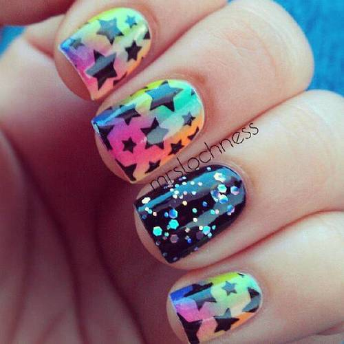 unhasgatas:  nail art stars no We Heart It. http://weheartit.com/entry/53511637/via/sara_paganuzzi_9