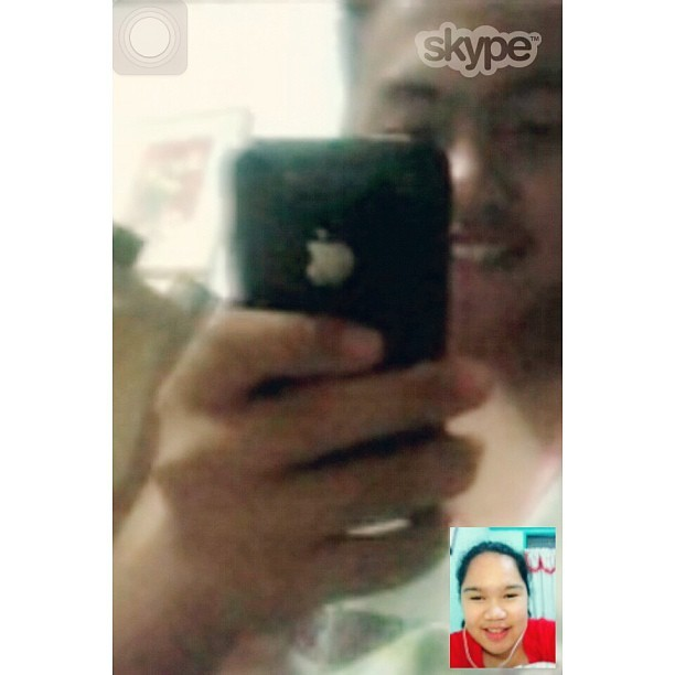 In the middle of the night, na'ignorante siya sa Skype hahahaha. Regards ko sa improvised front cam badat hahahaha! @doperario Salamat sa pagbiya sakua sa ere nyemas hahahaha :)) Btw, haggard nkoooo :p